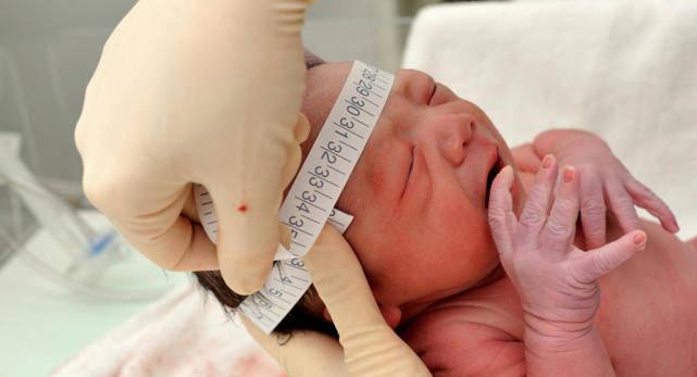 41岁胡杏儿官宣生三胎,成功四年抱三娃!一般刚出生的宝宝长啥样