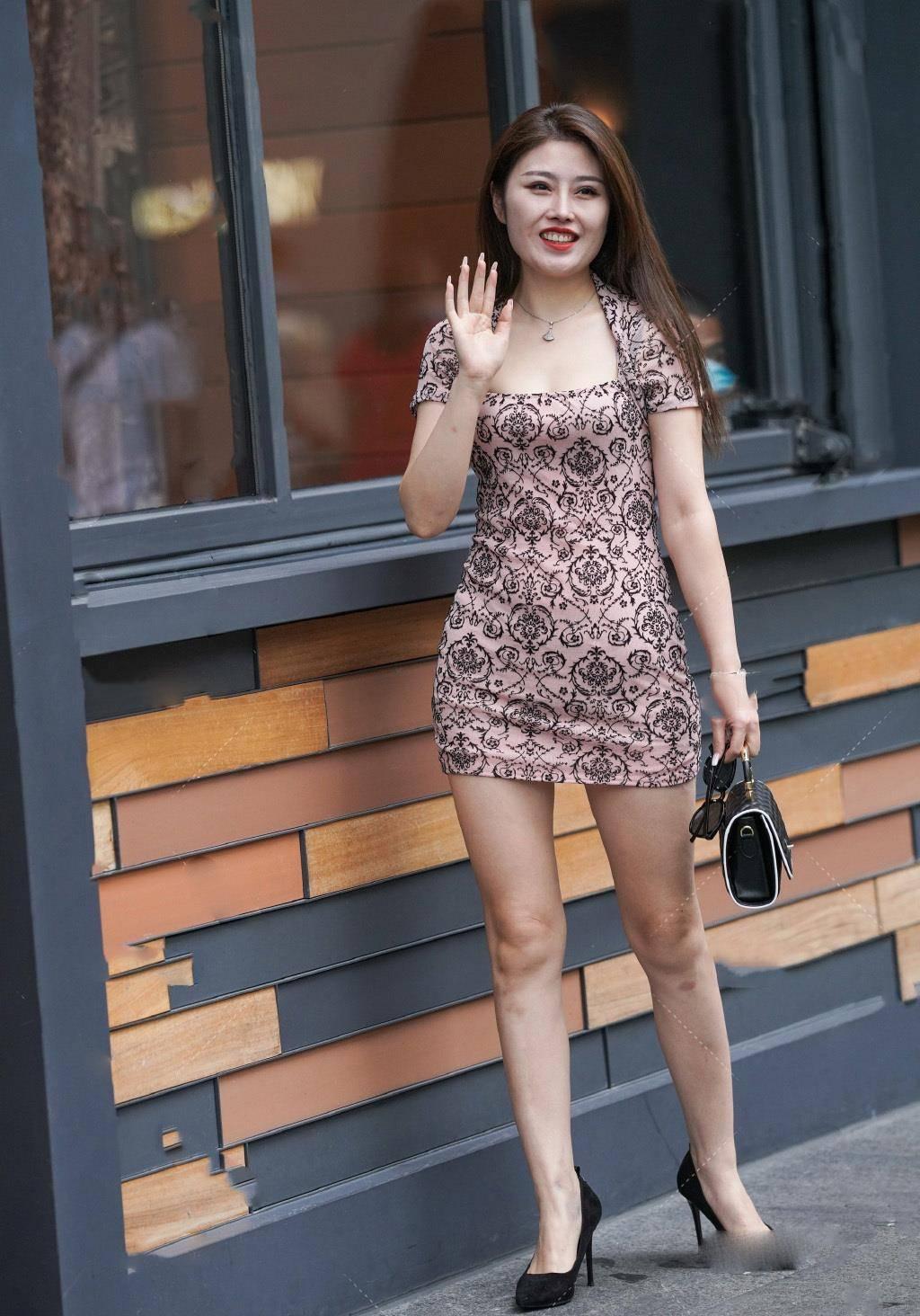 时髦连衣短裙,舒适又不挑身材,气质女生们值得一试