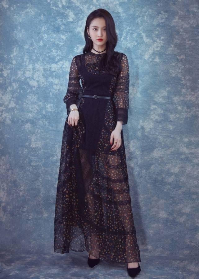 """原创钟楚曦的外号叫""""碎花裙代言人"""",看起来普通,穿上后却明艳动人"""