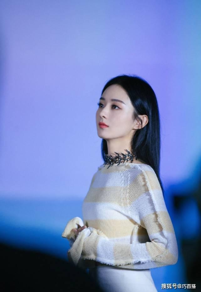 原创赵丽颖曾被diss穿衣土气,如今变得时尚十足,新封面大片美到犯规