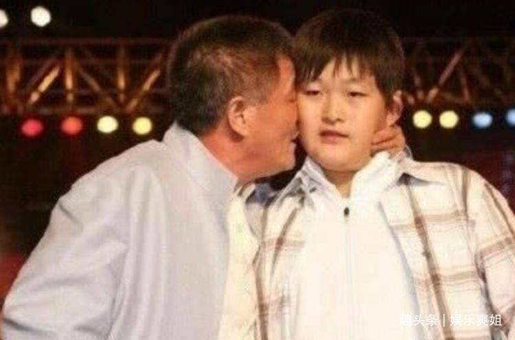 赵本山儿子打台球似公子哥,体型庞大是别人两倍!白球进洞还被夸
