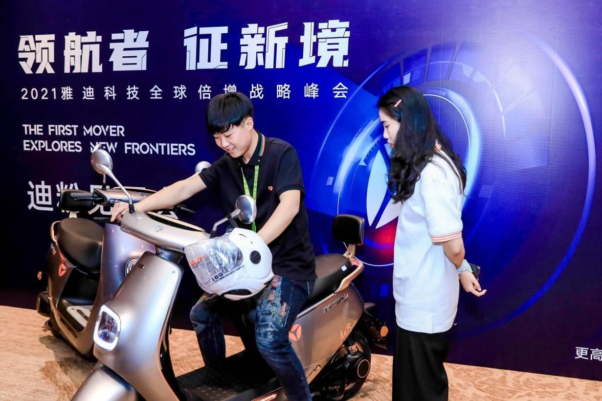 中国电动车之王:平均每天卖出2.9万辆,创始人身家达300亿元