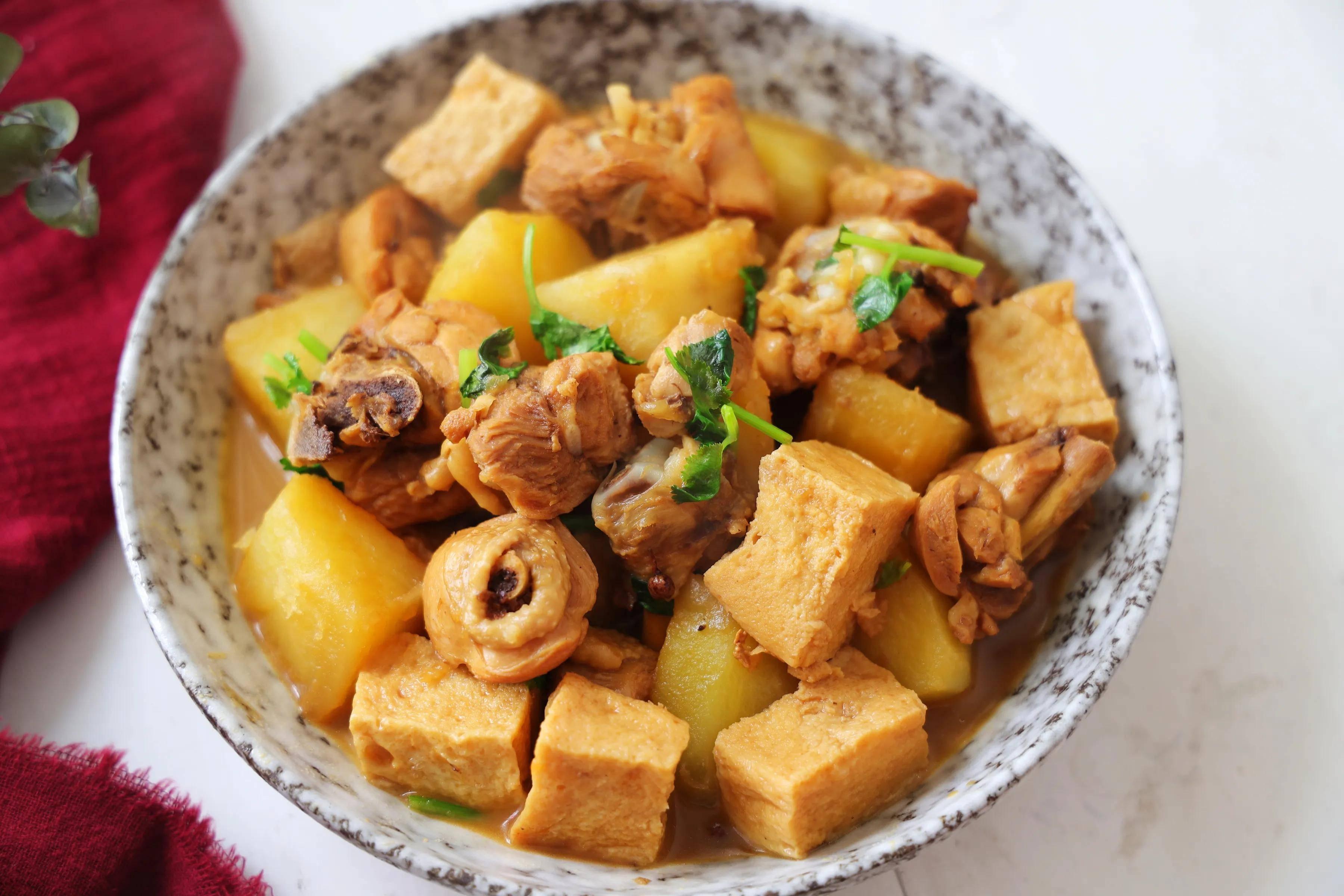 土豆炖鸡块,小时候的味道,炖一大锅,全家人围着吃,满足又解馋