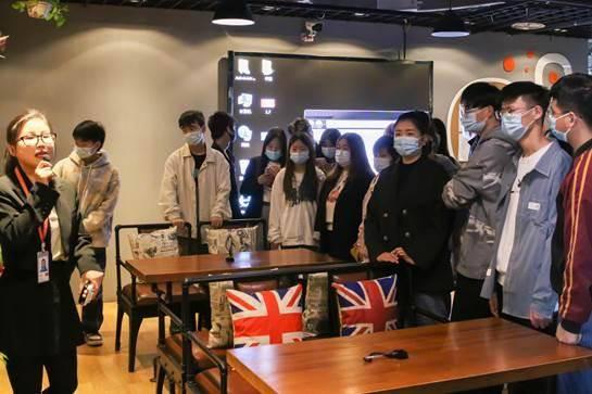 拓展视野:西安海棠职业学院电子商务专业学生走进企业参观学习