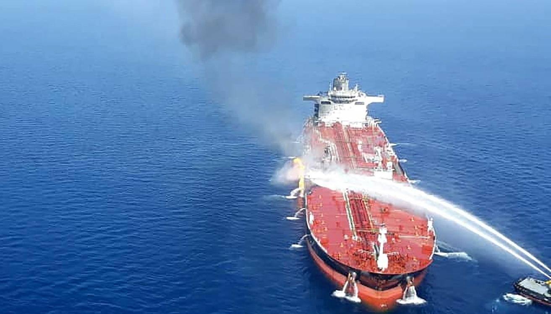 报仇!三万吨运输船被重型反舰导弹精准命中:导弹残骸证明一切