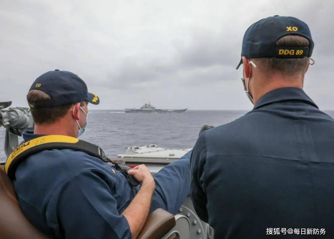 辽宁舰相遇美军后,又与美军航母罕见同框,这次我们比美军还美军