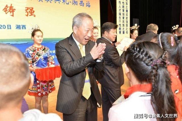 江苏新首富诞生,今年平均一天赚到1亿,妻子曾经是自己的学生