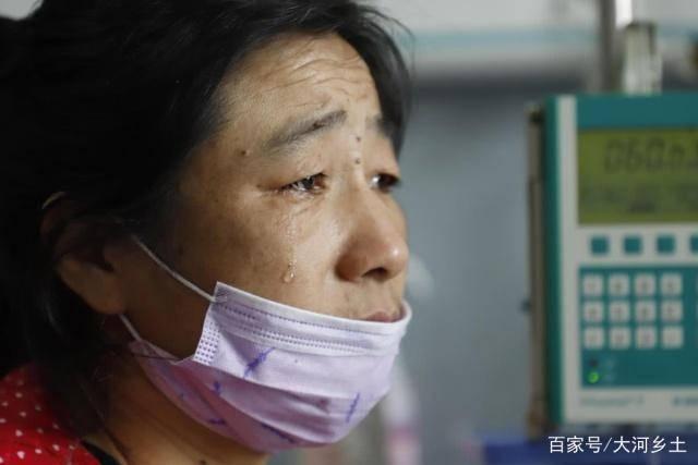 给女人口会得病吗_生病的青年女人戴口罩