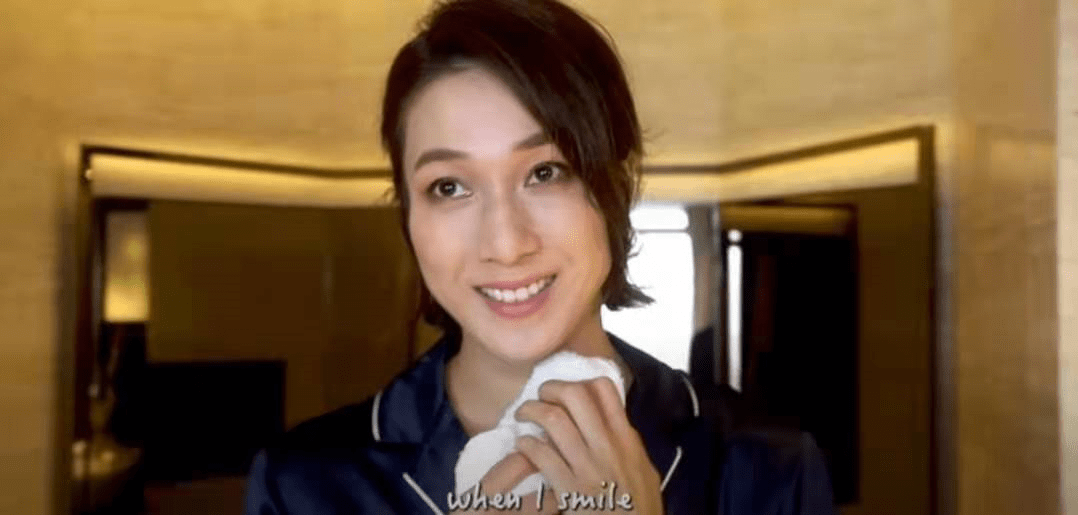 原创             毫无女神包袱!TVB前当家花旦钟嘉欣展示竹炭刷牙,满嘴黑色泡沫