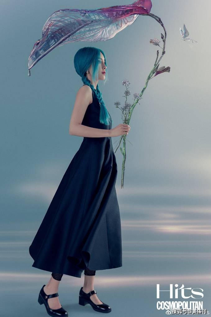 Angelababy最新大片,扎蓝色双大盛娱乐麻花辫变人鱼姬,姐姐硬照太能打了