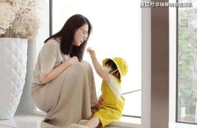 偶像剧女王嫁入豪门,衣食无忧享尽富贵,却担心2岁女儿长相  第4张