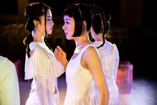 四面舞台实验戏剧《简Ai》在沪首演 解构经典持续升级