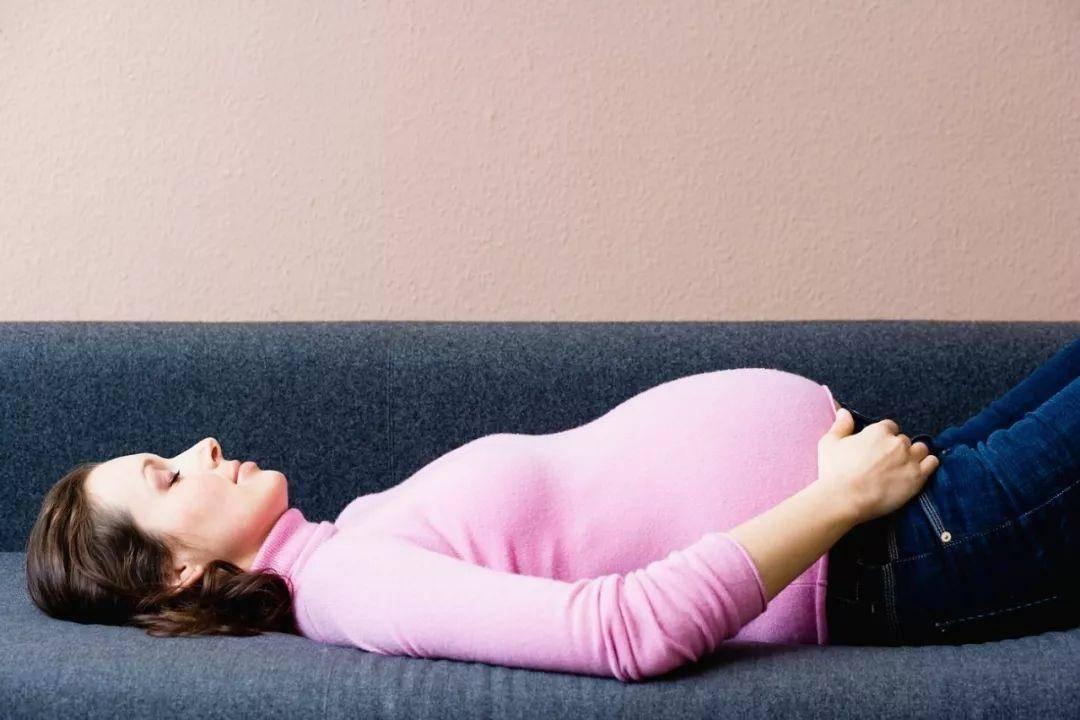 孕妇睡觉频繁有这些症状 别觉得挺正常 这是胎儿在发暗示信号-家庭网