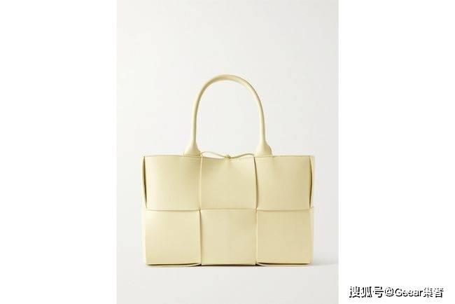 知性女生必备的温柔色调,BV这款柠檬奶油色手袋即将断货!