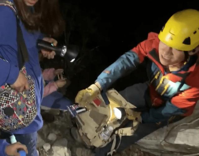 举家从沪来京爬野长城,父亲跌落15米高断崖,这个细节救了他  第2张