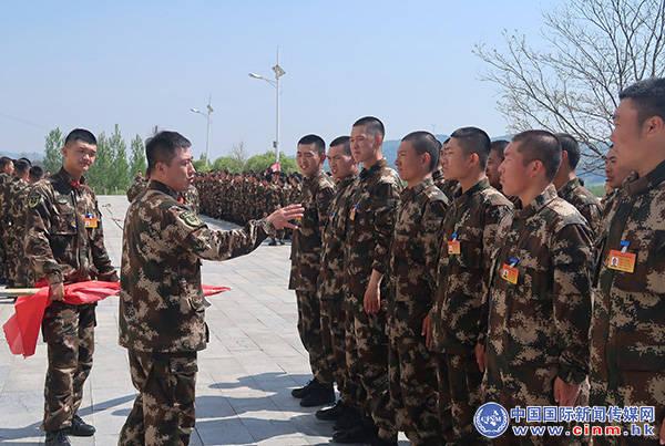武警辽宁总队新兵团第2大队精心组织拔河比赛