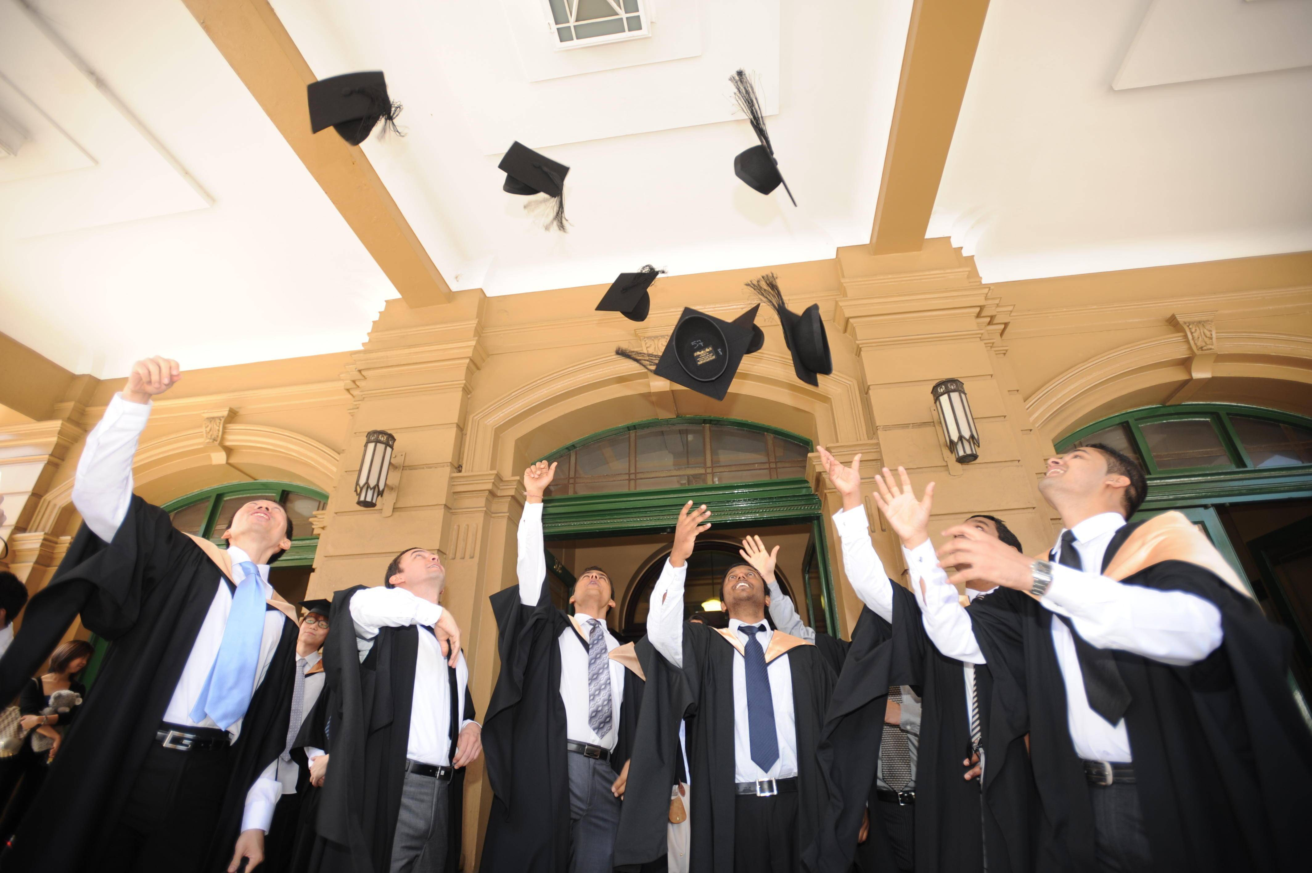 中国有2亿大学生算多吗?梁建章:日韩比例更高,中国未来需要更多