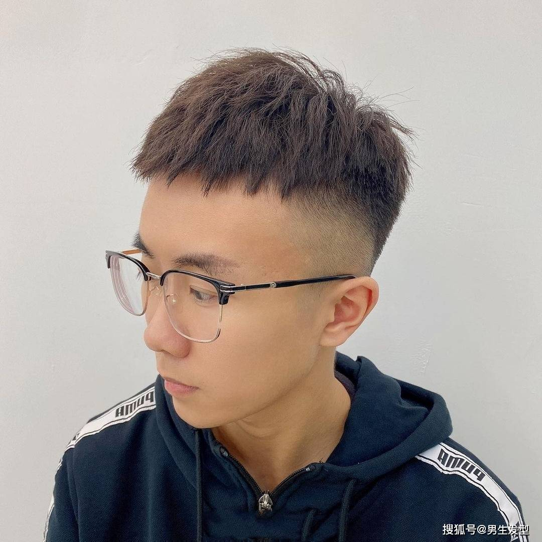 """男生不要只会剪""""寸头"""",2021夏季发型这样剪,"""