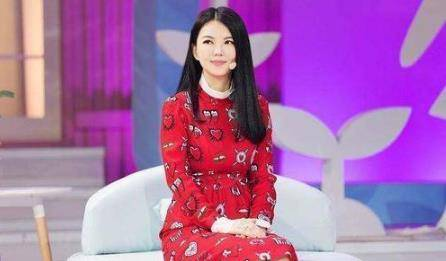 45岁李湘宣布瘦身成功,告别臃肿身材,回到颜值巅峰的样子真美