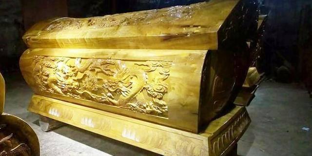 古寺挖出纯金棺材,至今无人敢打开,专家:不是打不开,是不敢