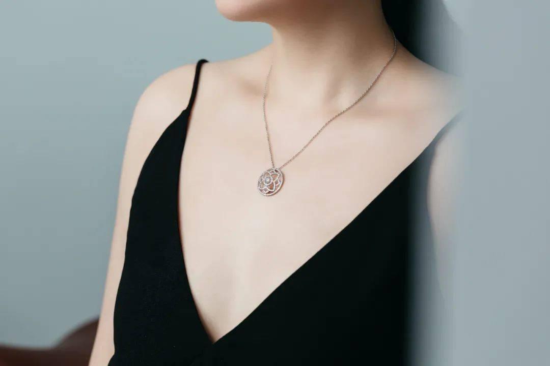 """一提起钻石珠宝,为什么都会想送""""戴比尔斯""""?"""