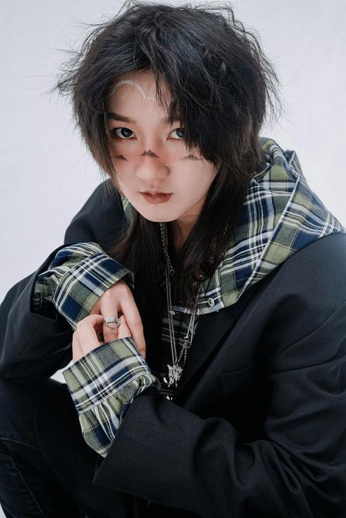 何佳城全新时尚大片曝光,与Haidy时尚摄影师首次合作