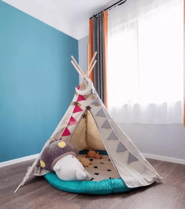 秒速赛车一顶小帐篷放在房间中