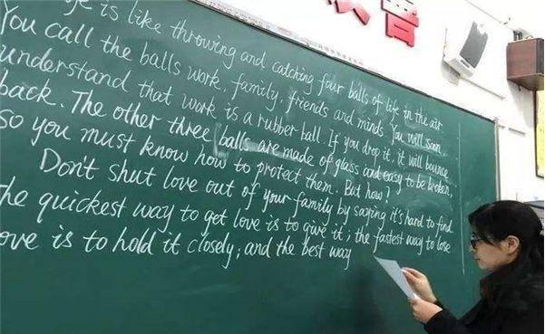 """""""取消英语主科地位""""呼声高涨,社会舆论不一,教授的说法亮了"""