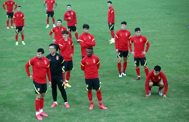 """雪缘园:中国足球""""青黄没有接"""",名单中无U23球员,4年U2"""