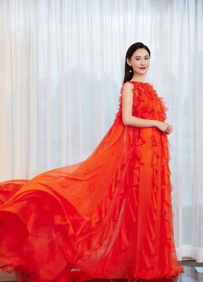 养眼!女明星红毯比美,张天爱颖儿优雅,张柏芝一身红衣秒杀众人