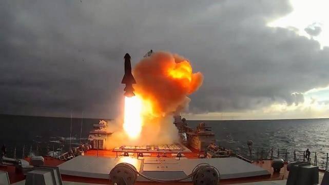 若美國航母被擊沉,將會承受什么樣的后果?難怪俄羅斯不敢動手