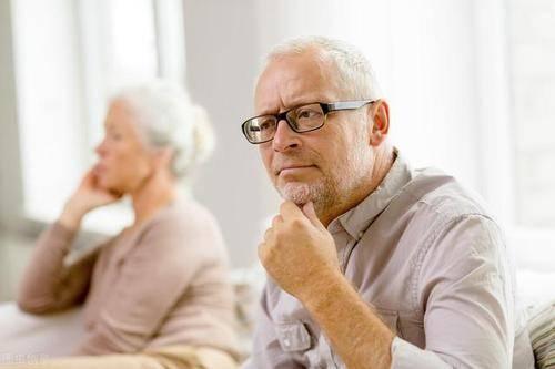"""老年人身上有难闻的气味,是病吗?做好这4件事,赶走""""老人味"""""""