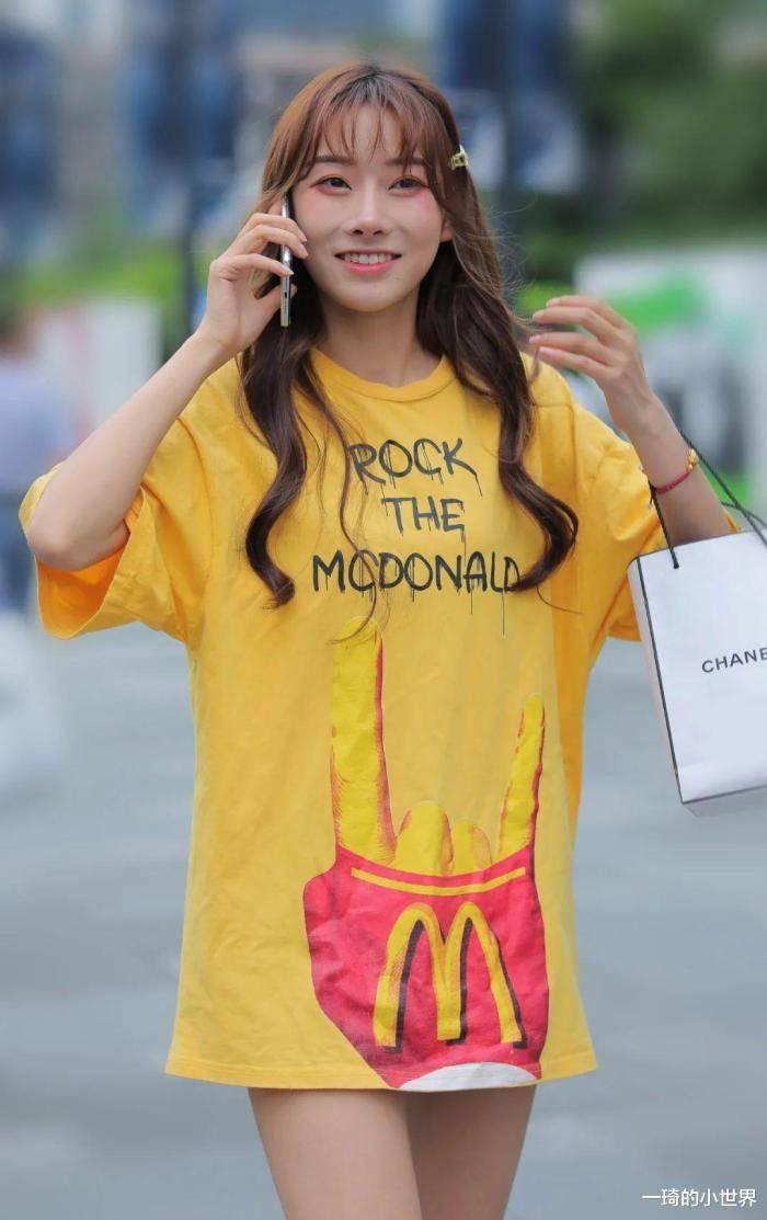 原创             高颜值小姐姐穿麦当劳的衣服,肯德基得吃醋了