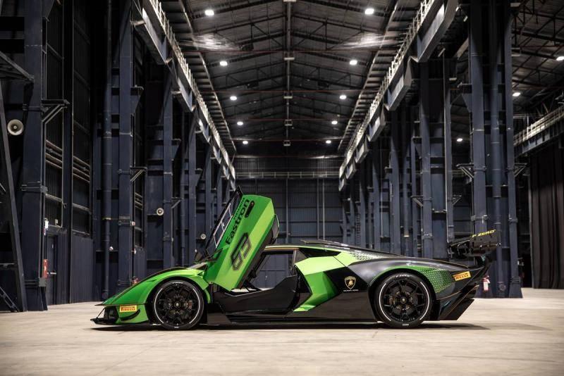 兰博基尼Essenza SCV12:首款采用全碳纤维底盘且符合FIA安全标准的顶级跑车