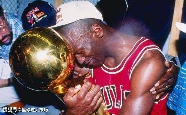 当一位NBA球星拿到总冠军后什么反响?詹姆斯乔丹都哭了