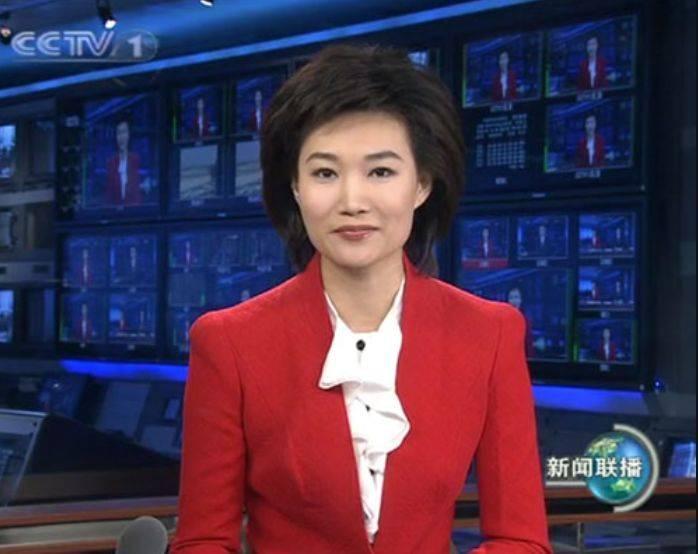 她是《新闻联播》主持人摘下戴了13年的假发减龄10岁不止!