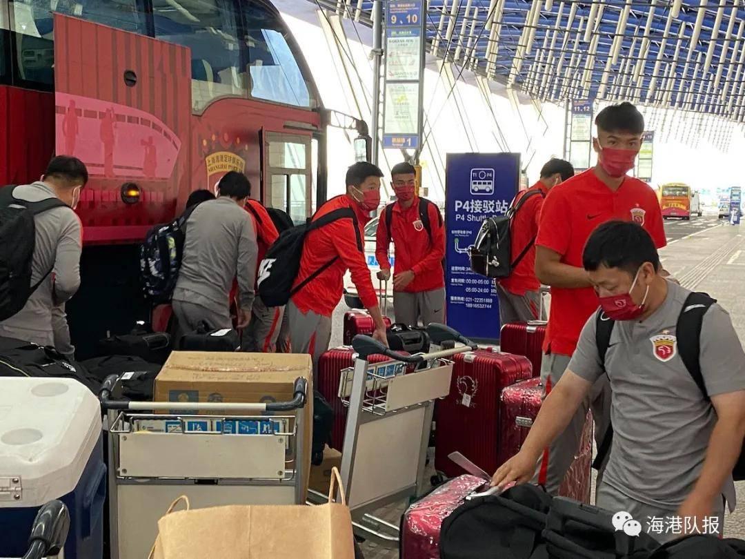 上海海港昔日飞往泰国曼谷参与亚冠 傅欢领衔20将出征_3
