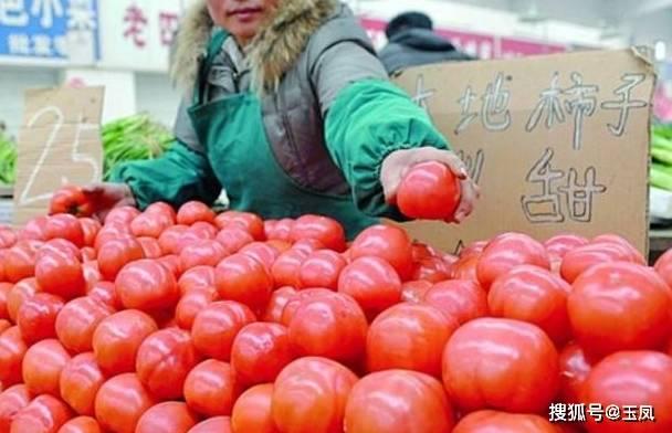 菜市場大媽透露:這樣的西紅柿漂亮也不要買,一看就是打了催紅素