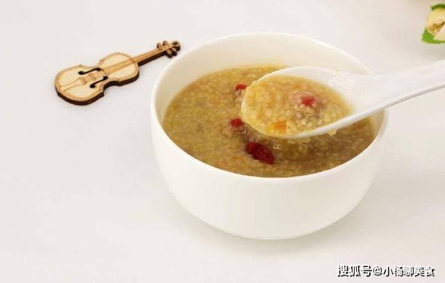 原創             熬小米粥時,忽視這3個小細節,比學校食堂還難吃,一點也不粘稠