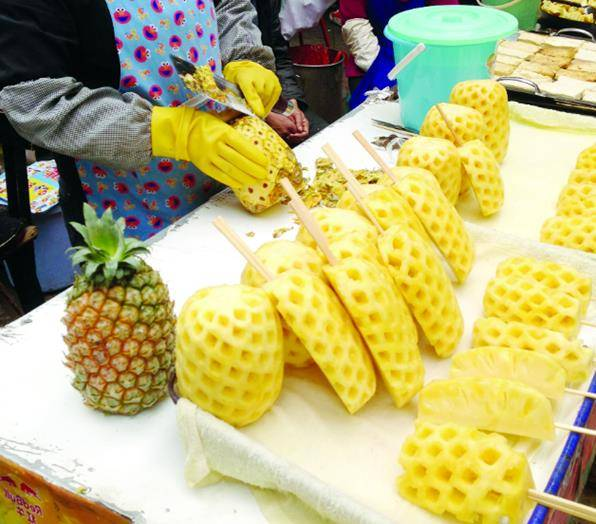 「你吃菠蘿」還是「菠蘿吃你」?網友:看完瑟瑟發抖!