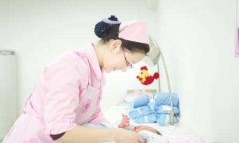 寶媽住產房上廁所歸來,看到保潔員,接下來的一幕讓寶媽心有餘悸