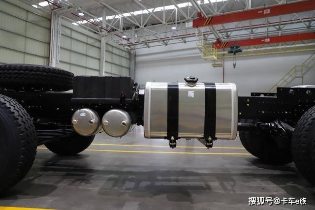 專治爛路,透過性堪比「坦克」,詳解新東風天龍KC自卸車
