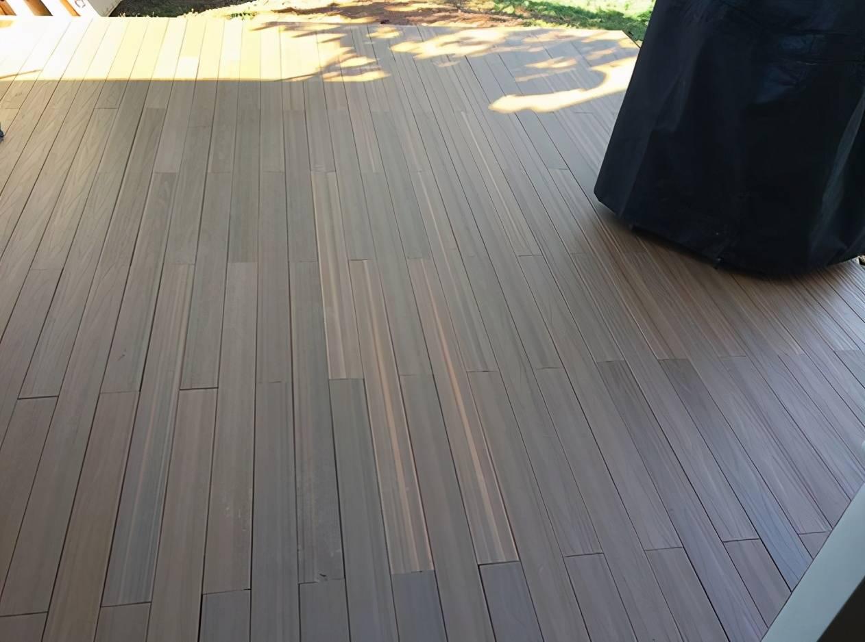 翻新院子再也不打水泥了,鋪這種地板,省預算的同時舒適度還更高
