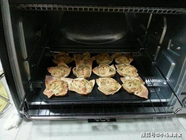 原創             餛飩煮著吃太單調,教你一個新做法,一口下去爆漿流汁滿口香