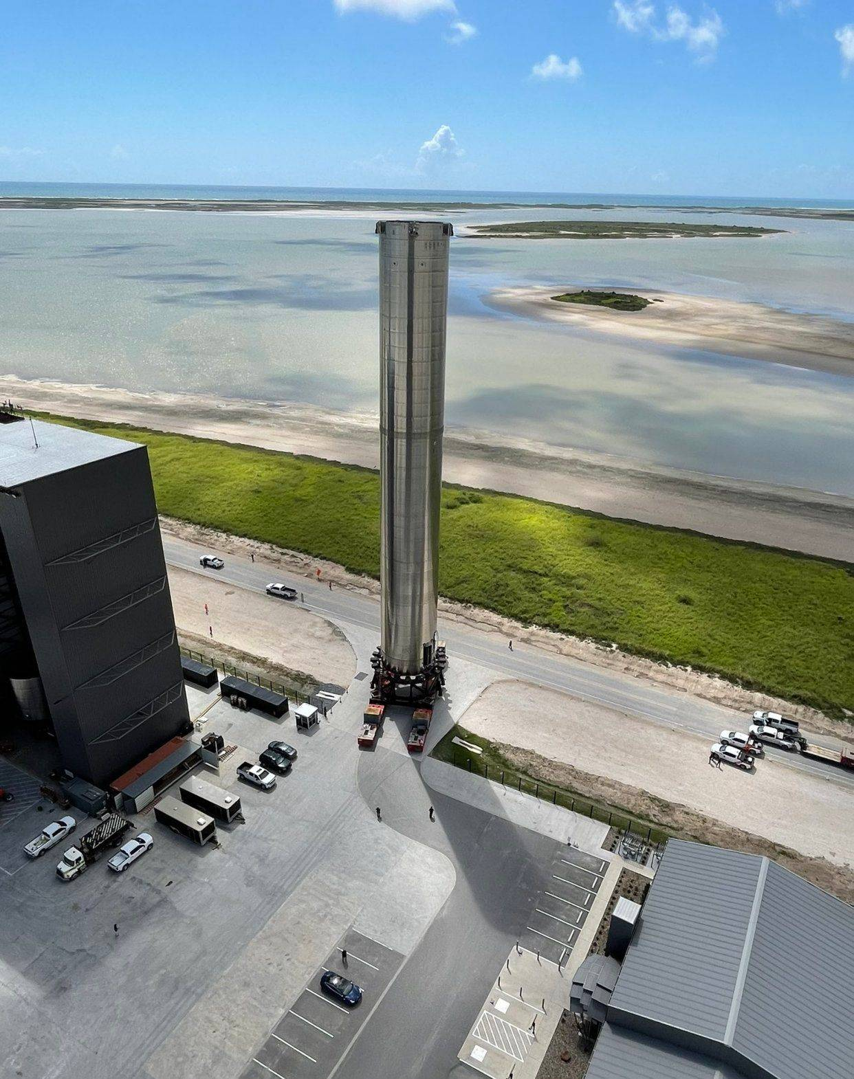 SpaceX建造了有史以来最大的火箭助推器,高65米可装载3100吨液氮