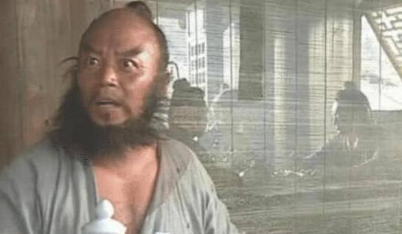 他是《水浒传》最成功的李逵,5年只拍1部戏,今64岁过成这样!