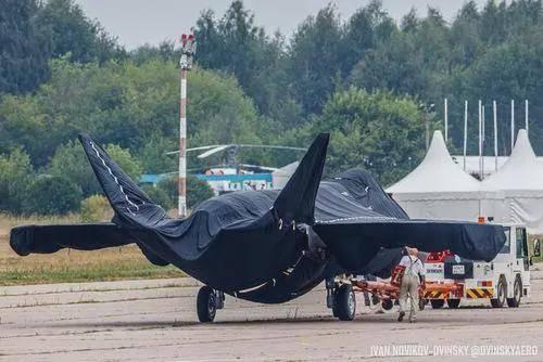 """俄单发的""""粽子机"""",掀掉了严实的罩衣,露出了貌似X-32B的特征"""