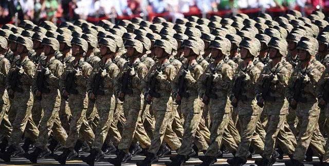 为何各国阅兵都不用真枪实弹?血的教训太沉重,各国都引以为戒