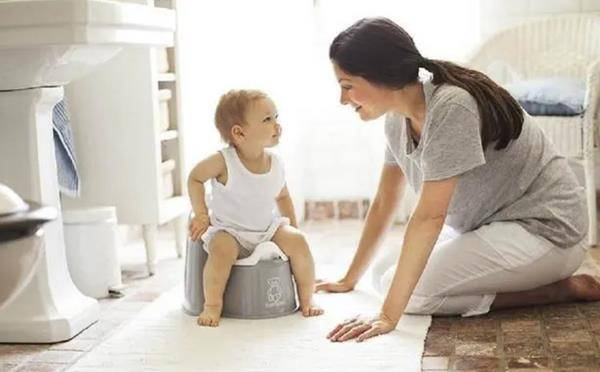 2岁宝宝必须脱掉纸尿裤,家长别听信谣言,过早脱掉反而是在害娃