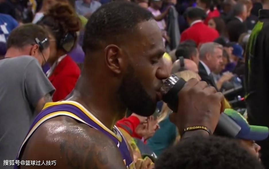 NBA球星都怎么喝水?詹姆斯用保温杯养生,伊巴卡直接拎一大桶喝